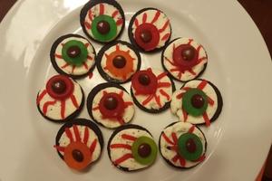 Oreo Eyeballs #spookytreat