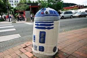 R2-D2 yarn bomb