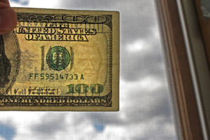 How to Spot a Fake $100 bill