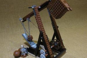 Trebuchet defending Minas Tirith