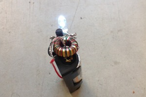 Zombie Battery Flashlight with a Joule Thief
